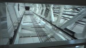 東京スカイツリー 天望回廊へのエレベータ屋根窓