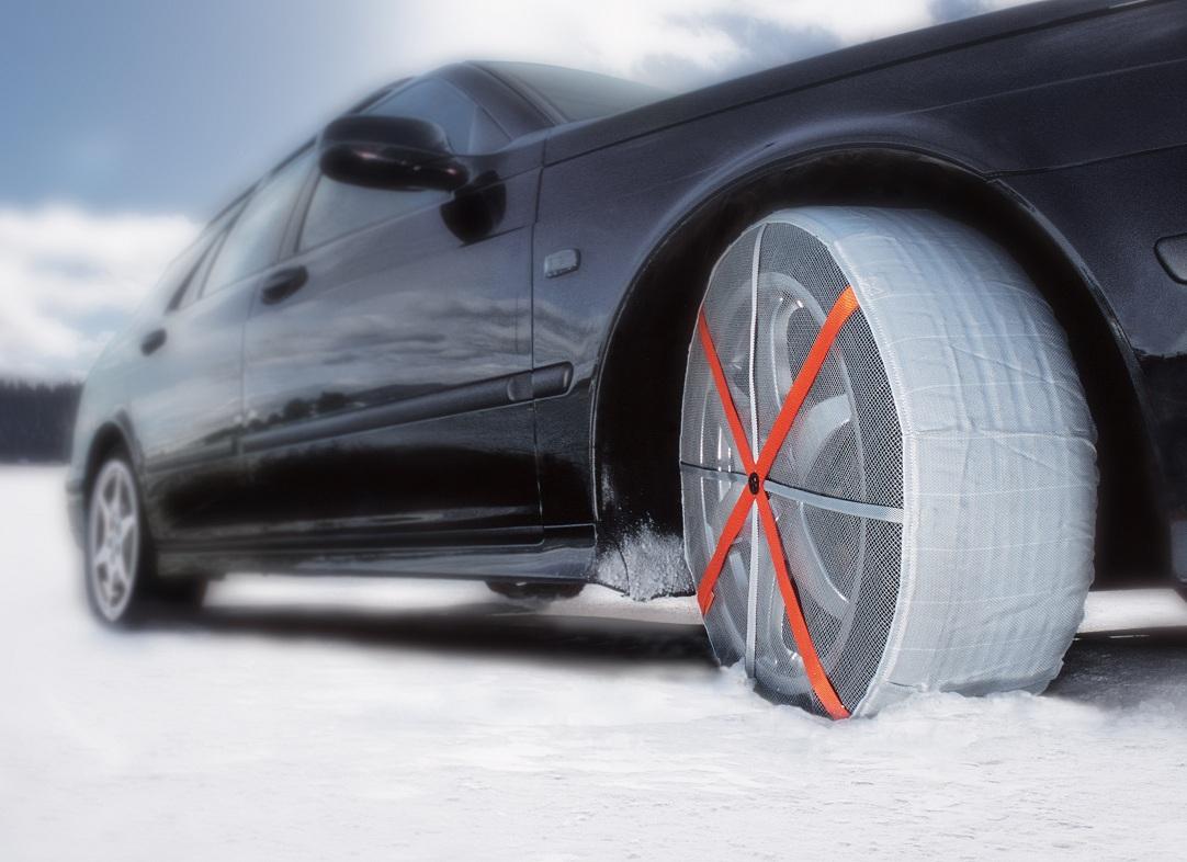 W204の雪の日対策はオートソック