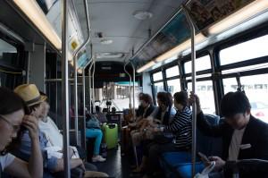 降機後はバスで移動