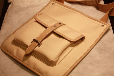 iPadを入れるショルダーバッグを購入!レザーケースも?