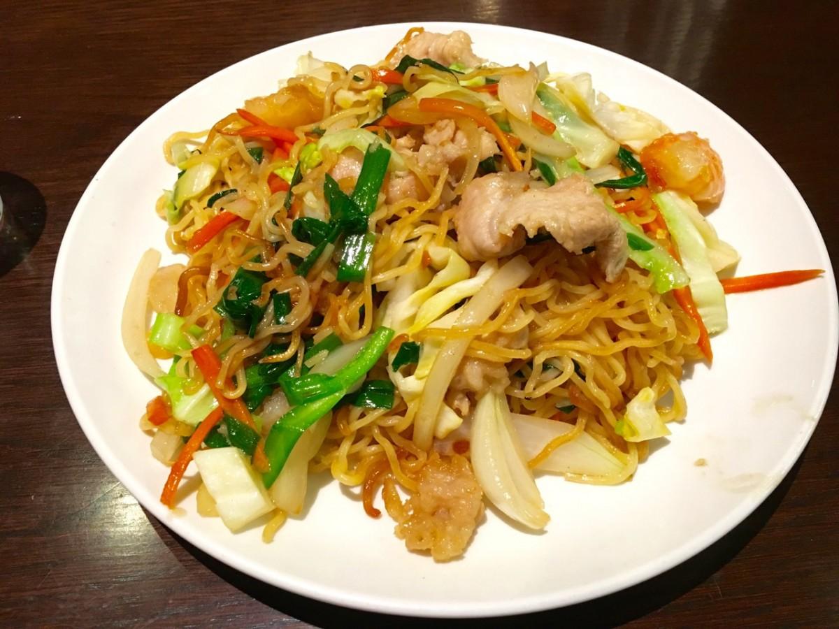 汐留 上海餐室 街中の食堂風焼きそばが癖になる