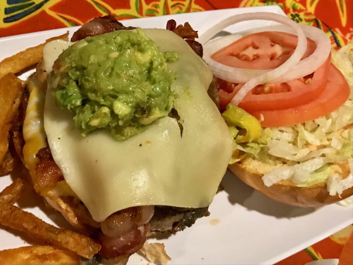 チーズバーガーインパラダイスでアメリカンなディナー
